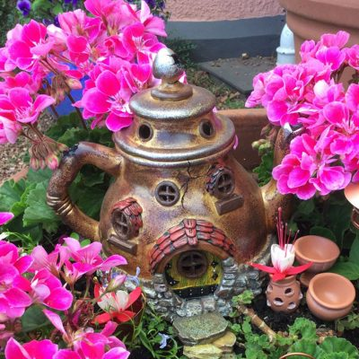 Tea Pot House in Gold with pink flowers